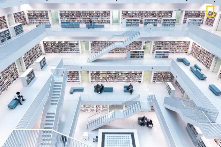 Лучшей фотографией в категории «Города» стал снимок футуристической библиотеки в немецком городе Шту