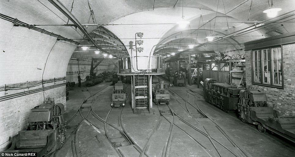 5. Глубина тоннелей под землёй составляет 15—25 метров. Большей частью линия проходит по двухпу