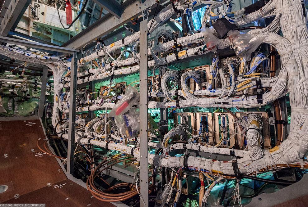 Для обеспечения электроэнергией и давлением в гидросистемах в случае отказа двигателей, преду