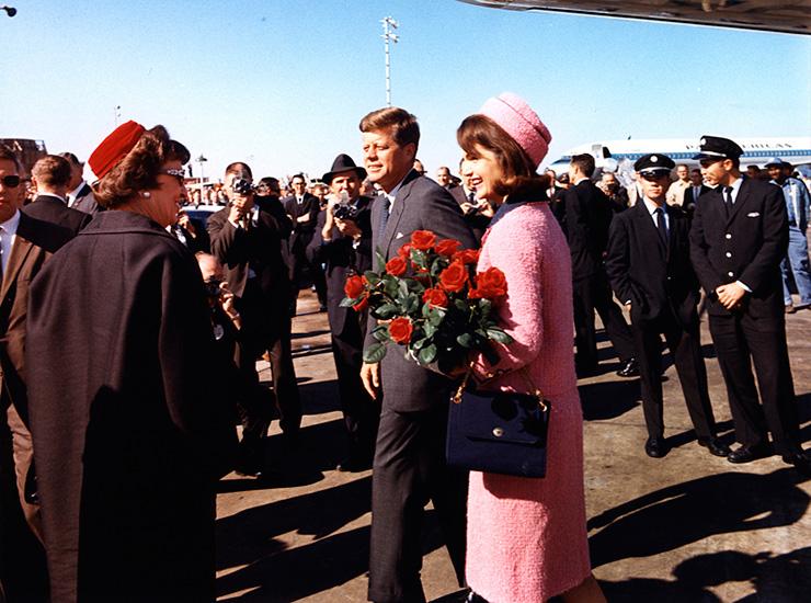 Жаклин Кеннеди отказывалась снимать окровавленный костюм после убийства мужа   Уб