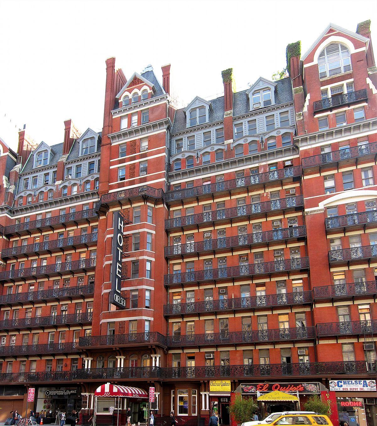 Старинный отель Chelsea был построен в 1884 году. Он прославился своими знаменитыми гостями от Энди