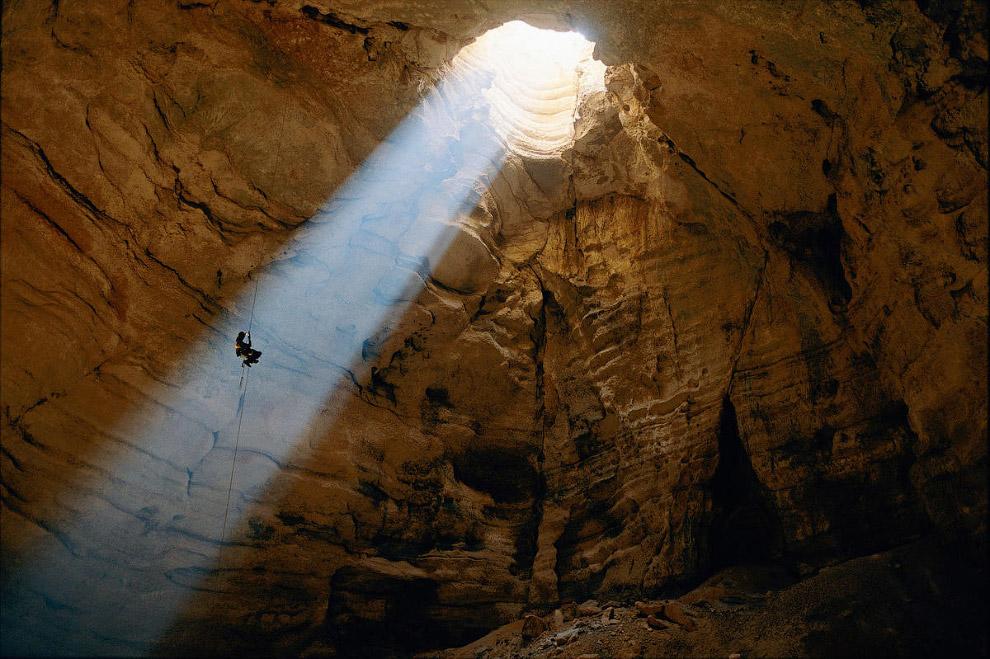 3132 метров    На сегодняшний день, самой глубокой является шахта