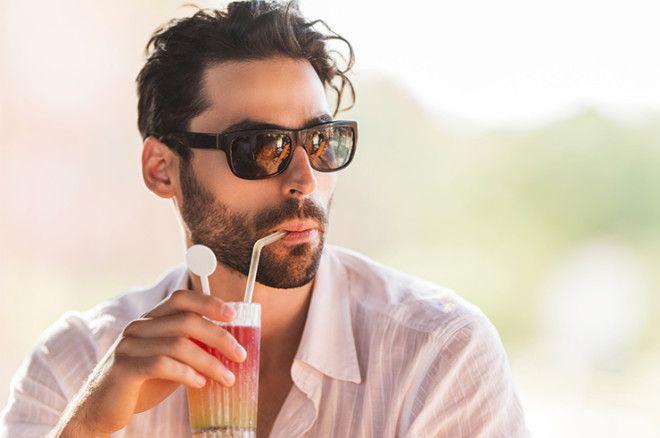 В нашей стране коктейли традиционно считаются напитками женскими. Хотя некоторые шот-дринки для свет