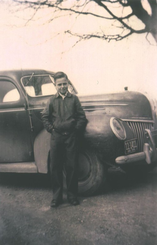 «Первая машина моего отца. Он купил ее на свои деньги, заработанные на ферме. Ему было 11».