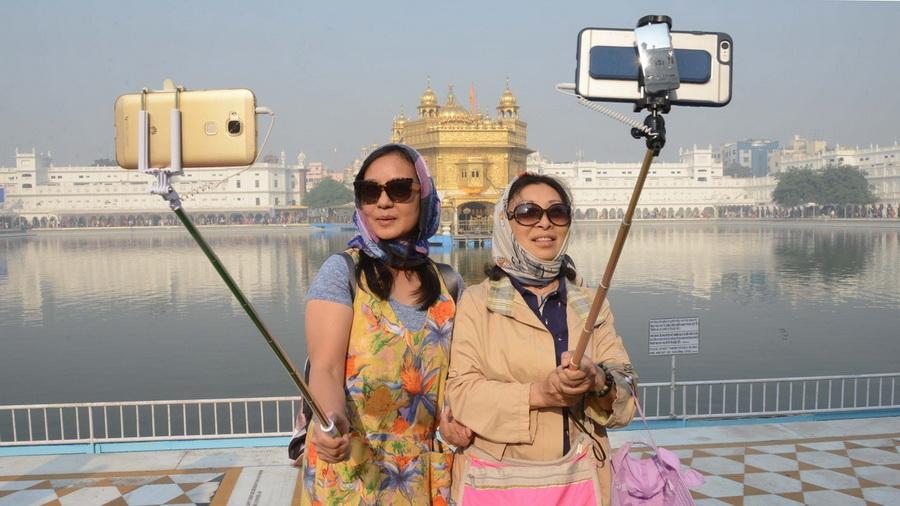 Китайцы    Первенство в рейтинге худших туристов за представителями Поднебесной