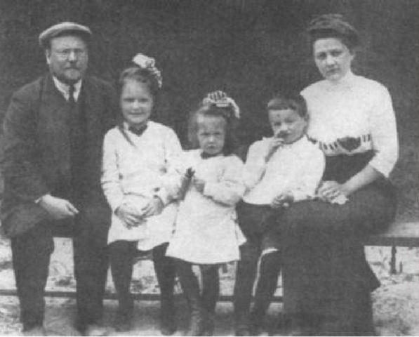 Фото 3 - родители и сестры Д. Шостаковича.jpg