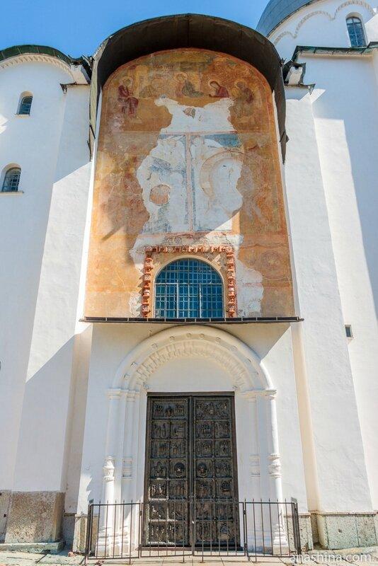 Магдебургские врата, Софийский собор, Новгород