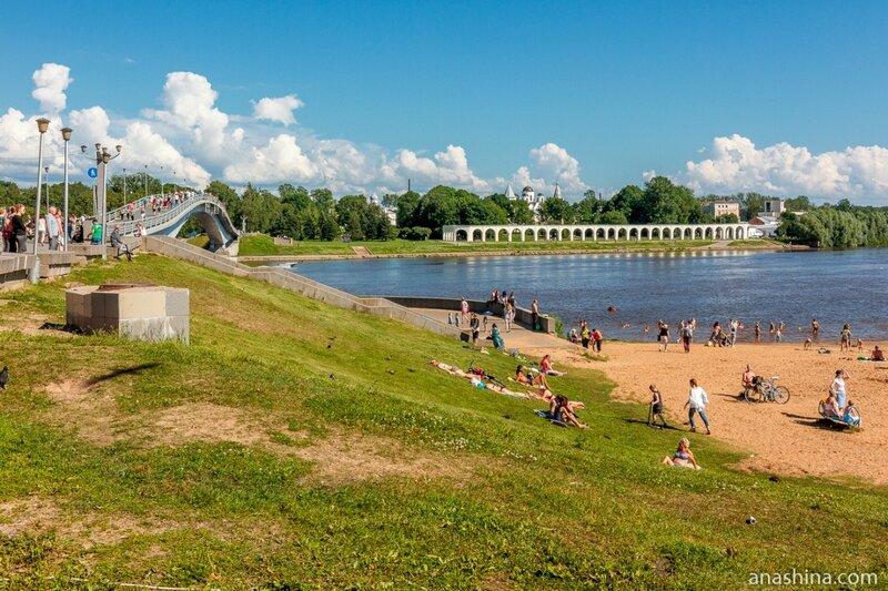 Пешеходный мост через Волхов, Ярославово Дворище и Торг
