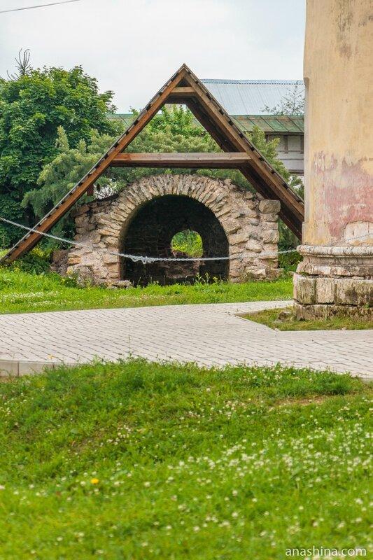 Погреб-ледник, Новоторжский Борисоглебский монастырь, Торжок