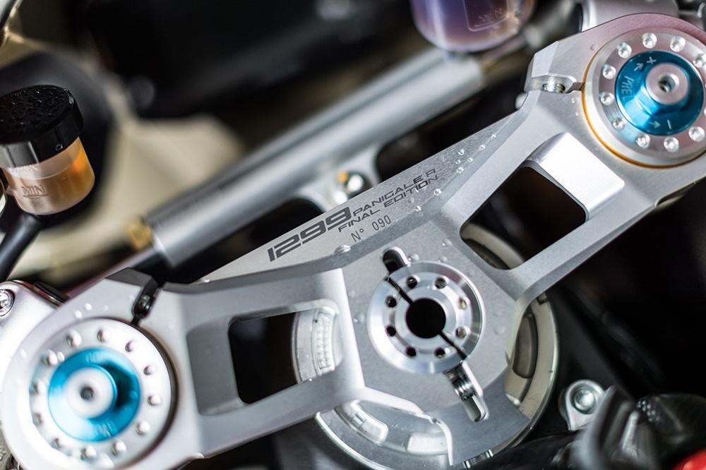Ducati Panigale R Final Edition vs Honda Fireblade SP2 (фото)