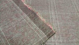 Костюмная ткань LORO PIANA 17Л,  рисунок клетка, коричневого цвета, шелковистая поверхность, тонкая шерсть. очень пластичная. для пошива платья, юбки, жакета. В наличии отрез 1,3м Состав : 80 % шерсть, 20 % шелк Ширина 150 см Производство Италия Артикул 1