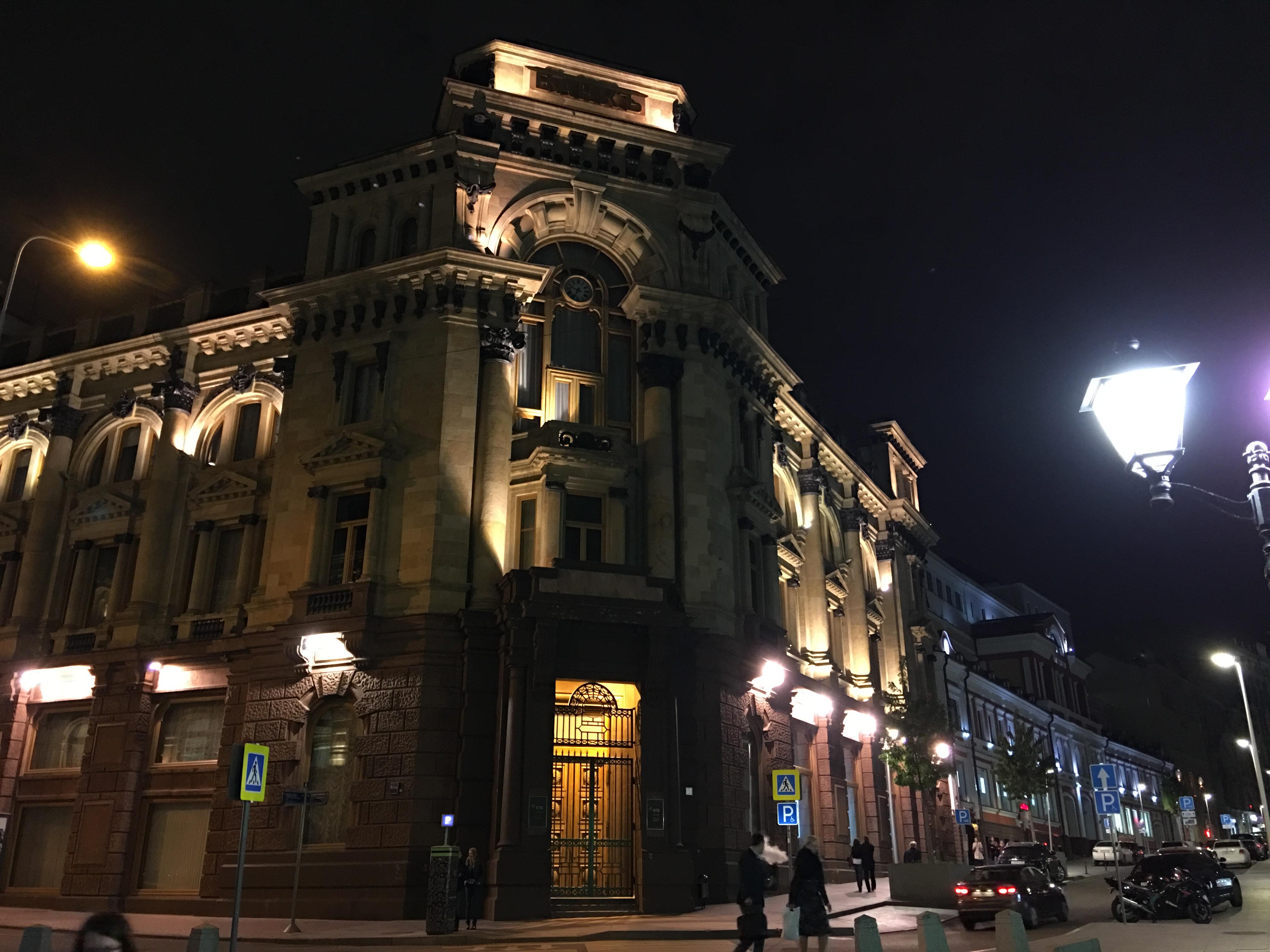Разбавляю беговые посты ночными телефонофото. :)