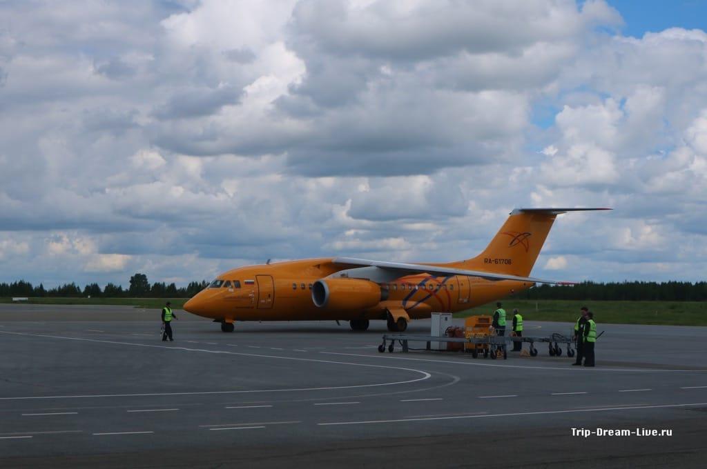 Ан-148 Саратовских авиалиний в аэропорту Победилово