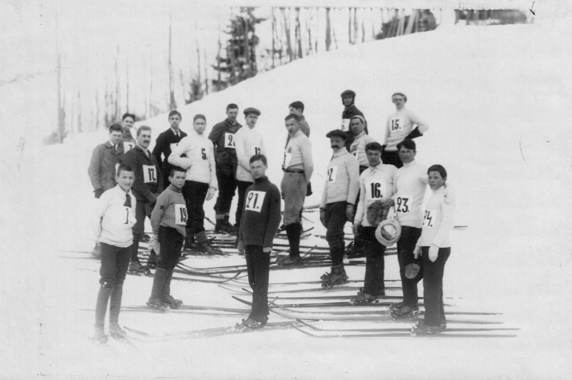 16. Группа лыжников