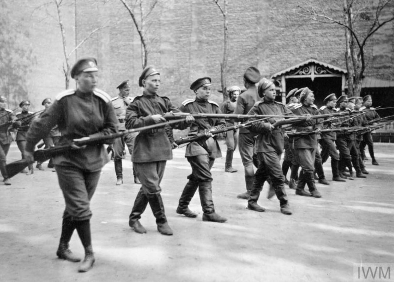 Тренировка женского «Батальона смерти» в Петрограде в сентябре 1917