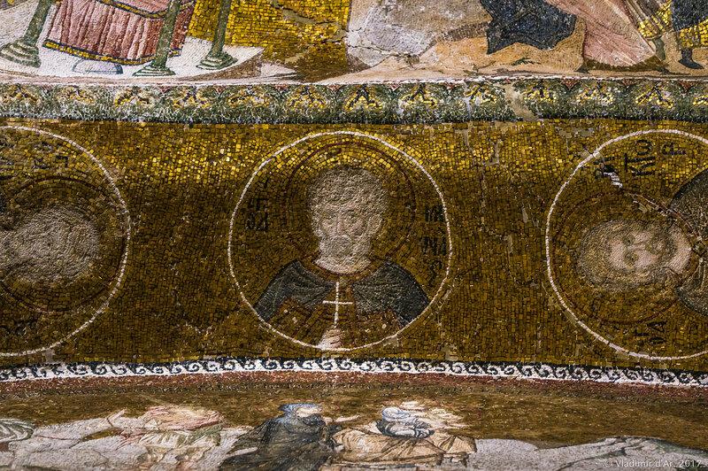 Портреты святых в медальонах в экзонартексе.