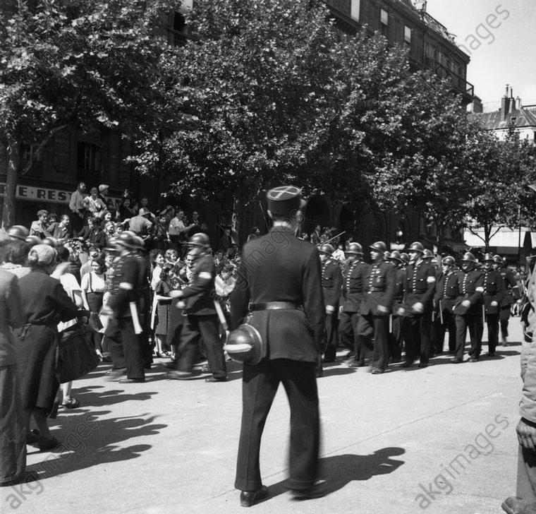 Paris, Libйration 1944, Aufmarsch /Foto - - 2e G. M. / France : Libйration de Paris le 25 aoыt 1944.