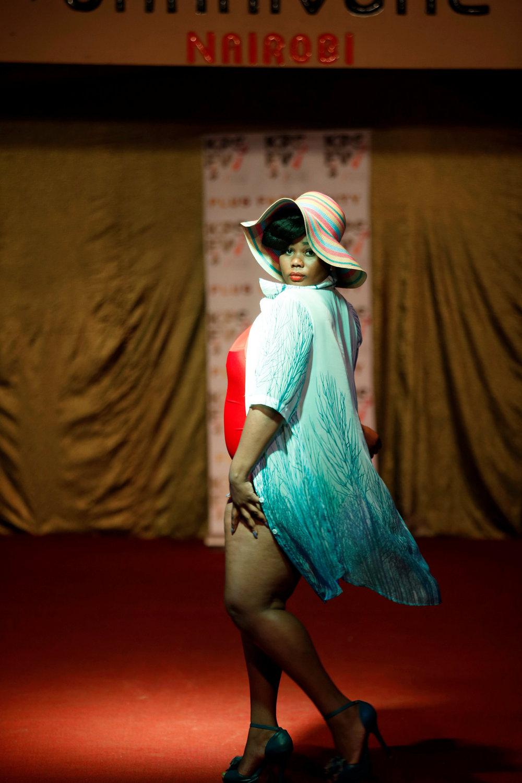 Модный показ моделей плюс-сайз в Найроби