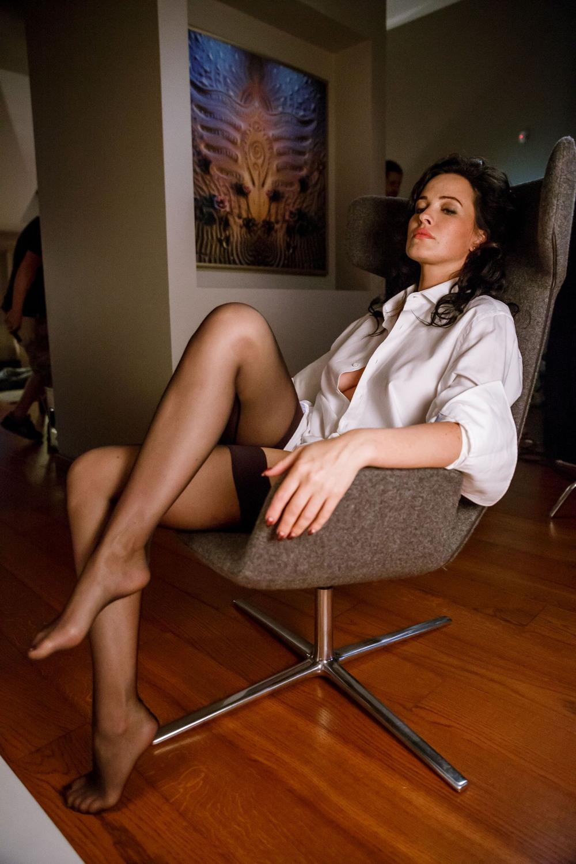Дарья Астафьева на съемках сериала «Свингеры»