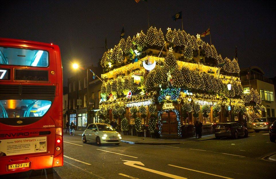 Самый праздничный паб Великобритании
