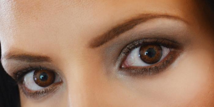 День карих глаз. Глаза девушки
