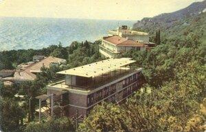 Мiсхор. Санаторiй Золотии пляж. Фото С. Золоторьова. 1968, 228 тыс.jpg