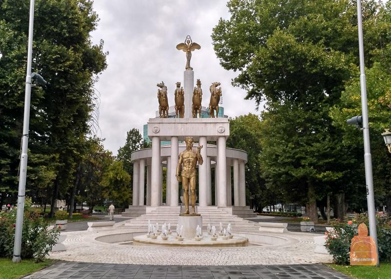 Скульптура Прометея в Скопье