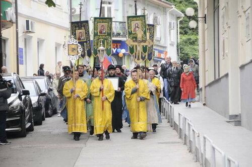 Кодню празднования Казанской иконы Богородицы вФеодосию пришел крестный ход
