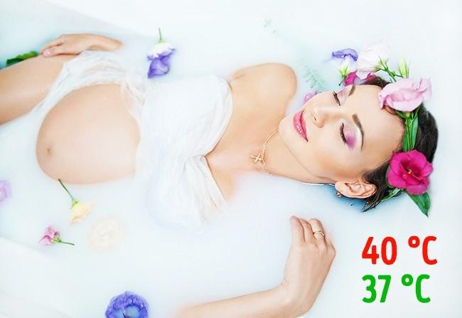 © depositphotos  Горячая ванна , особенно наранних сроках, может спровоцировать прерывание бе