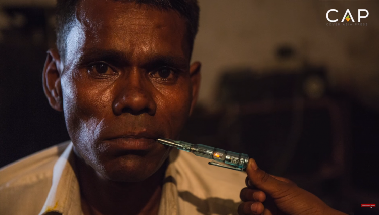 Человек-лампочка: индиец, который питается электричеством (5 фото)