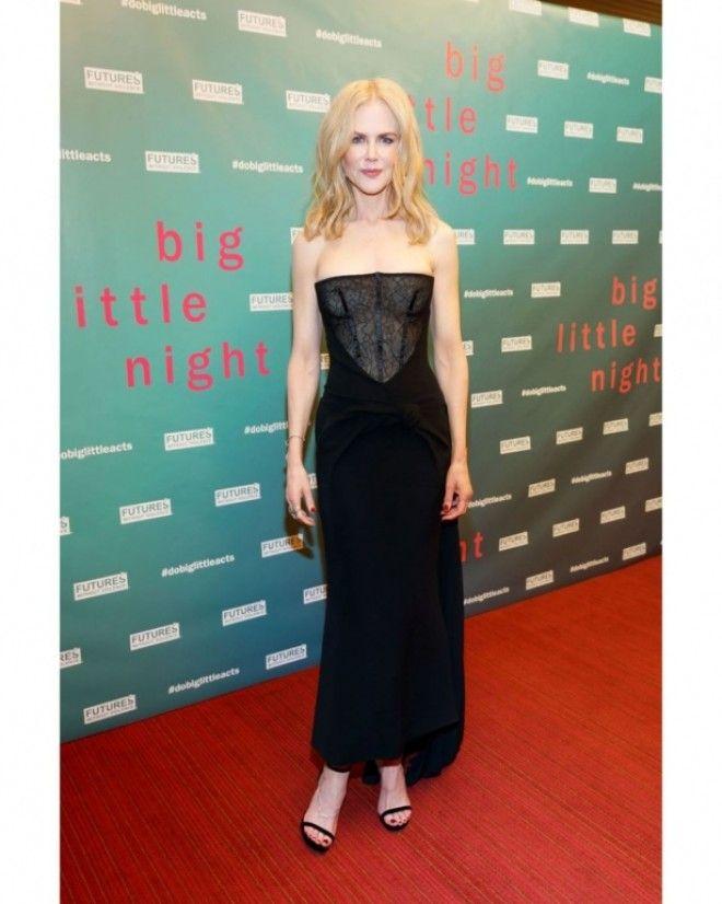 Но ажиотаж вызвал шикарный наряд актрисы: это черное платье российского дизайнера Ульяны Сергеенко и