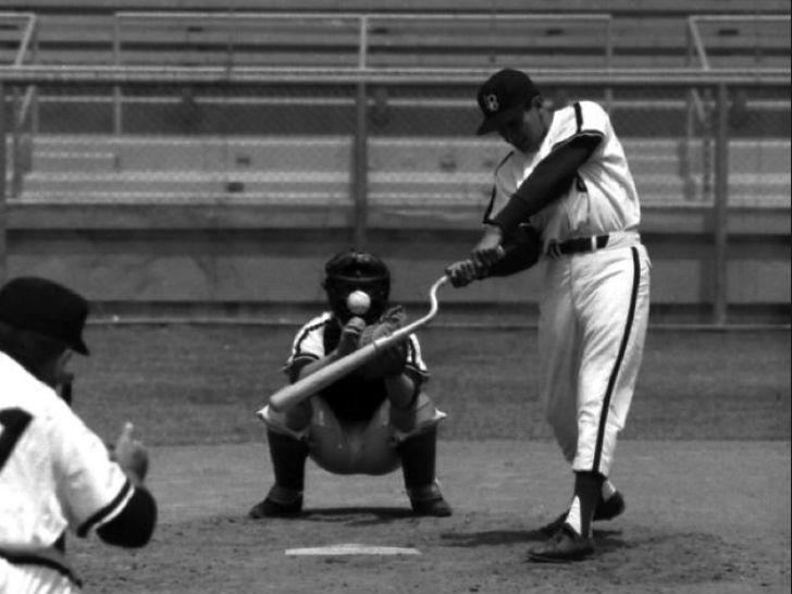 Вот такие биты использовали в бейсболе в 1960-х годах.