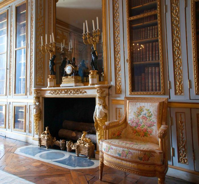 Малые апартаменты и библиотека Людовика XVI.    Работы по возведению Версаля продолжились и пос