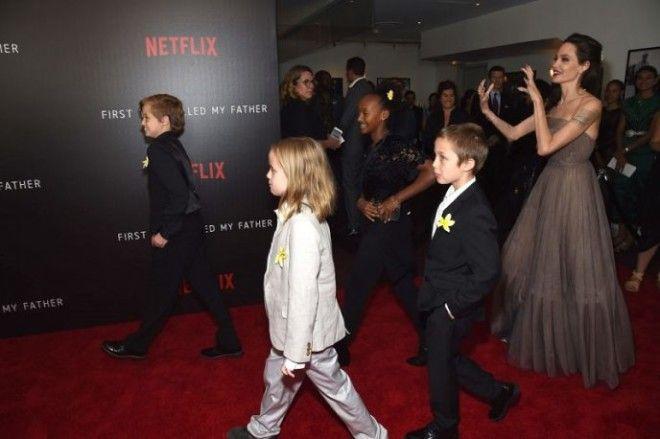 Но больше всего в этот день журналистов поразил не прекрасный наряд и обворожительная улыбка Джоли,