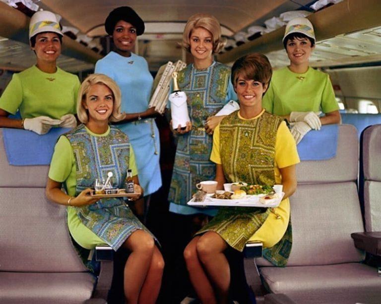 Этот очаровательный наряд British Airways 1967 года стал известен как «бумажное платье»