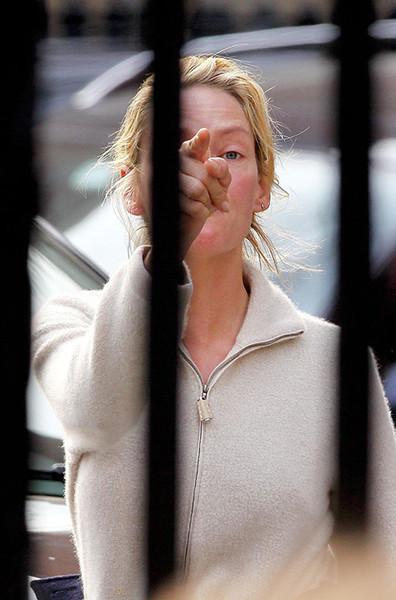 Голливудская актриса очень не хотела попасть в объектив назойливого папарацци! Только Ума – без маки