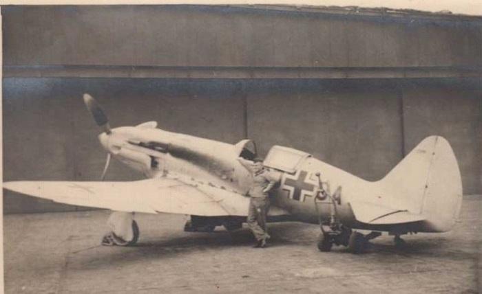 Захваченный немцами советский истребитель МиГ-3.   Торпедированный крейсер