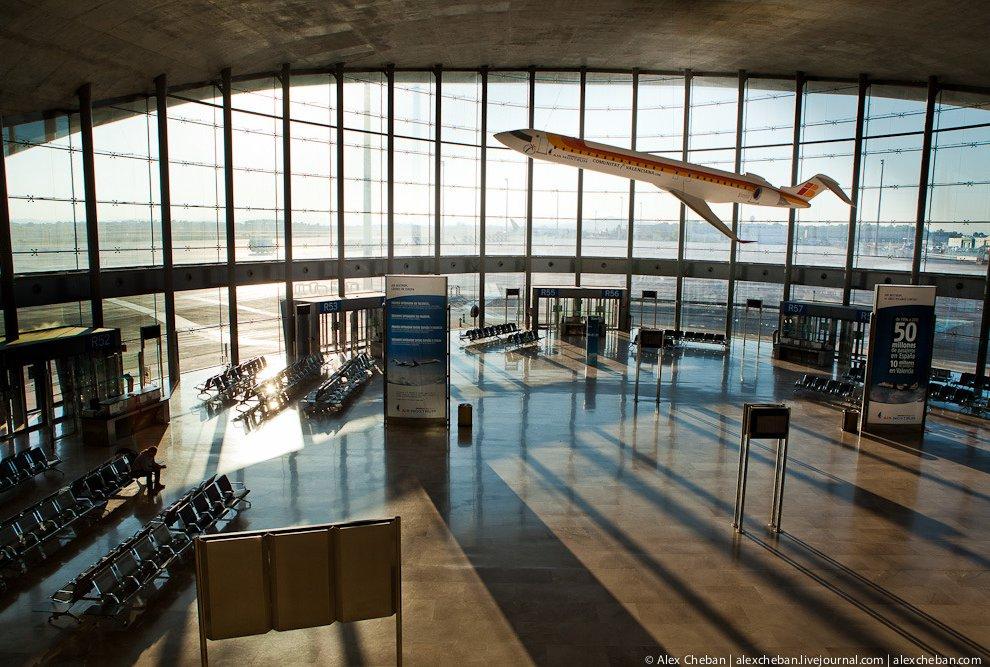 Но иногда дискаунтеры используют основные аэропорты или бюджетные терминалы основных аэропортов. Пра