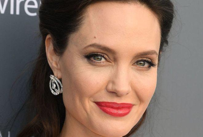 Это, пожалуй, самый привлекательный образ Анджелины Джоли за последние годы (7 фото)
