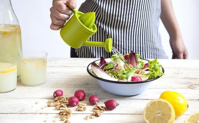© trendhunter     Этот забавный кухонный инвентарь позволяет слегкостью выжать сок лимон