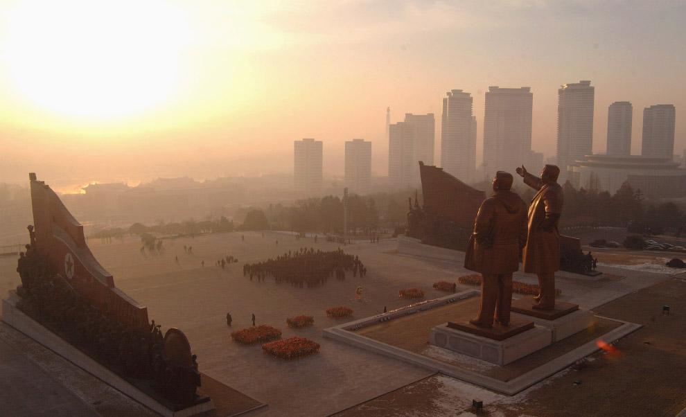 10. Новый год в Пхеньяне. Кто скажет, что это отсталая страна? (Фото KCNA):