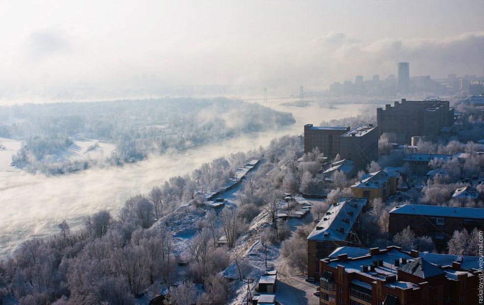Енисей в районе Красноярска перестал замерзать. Виной тому Красноярская ГЭС. (Фото Виталия Раскалова