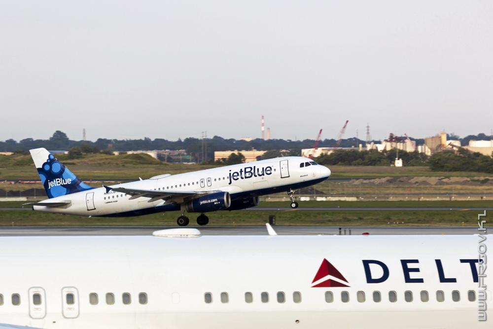 A-320_N503JB_JetBlue_Airways_1_JFK_resize (2).jpg