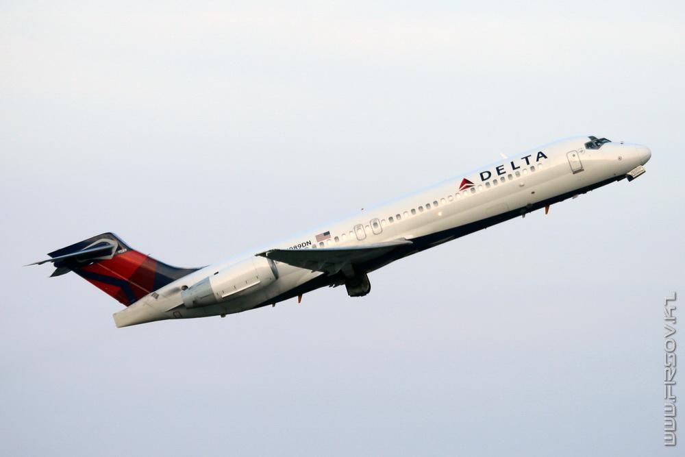 B-717_N989DN_Delta_Air_Lines_1_JFK_resize (2).jpg