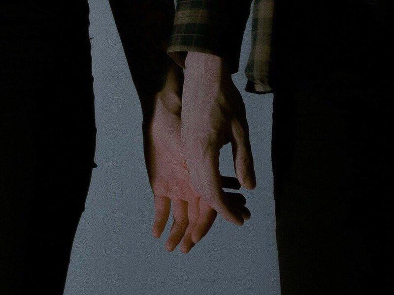 Держи мою руку (Hold my hand) 2.jpg автор Obsessed with hands (одержимый руками)