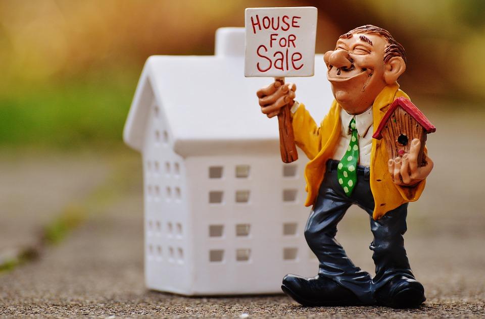 Посмотрел объявления о продаже квартир. Что бросилось в глаза....jpg