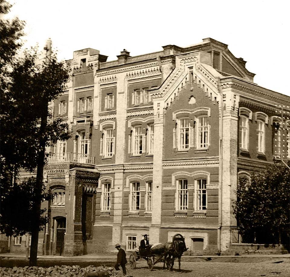 Женская гимназия. Улица Обвинская