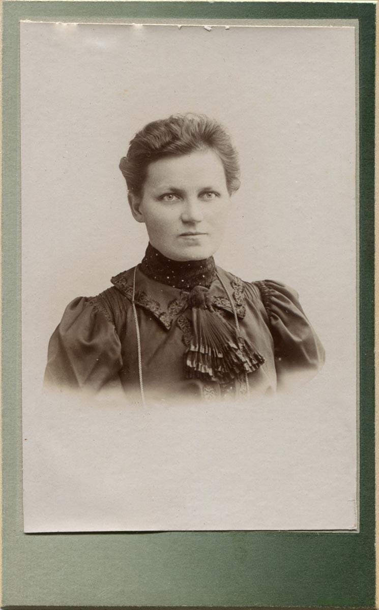 Комарова Александра Николаевна. Супруга коллежского асессора и учителя Пермской мужской гимназии