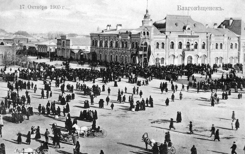 На Чуринской площади