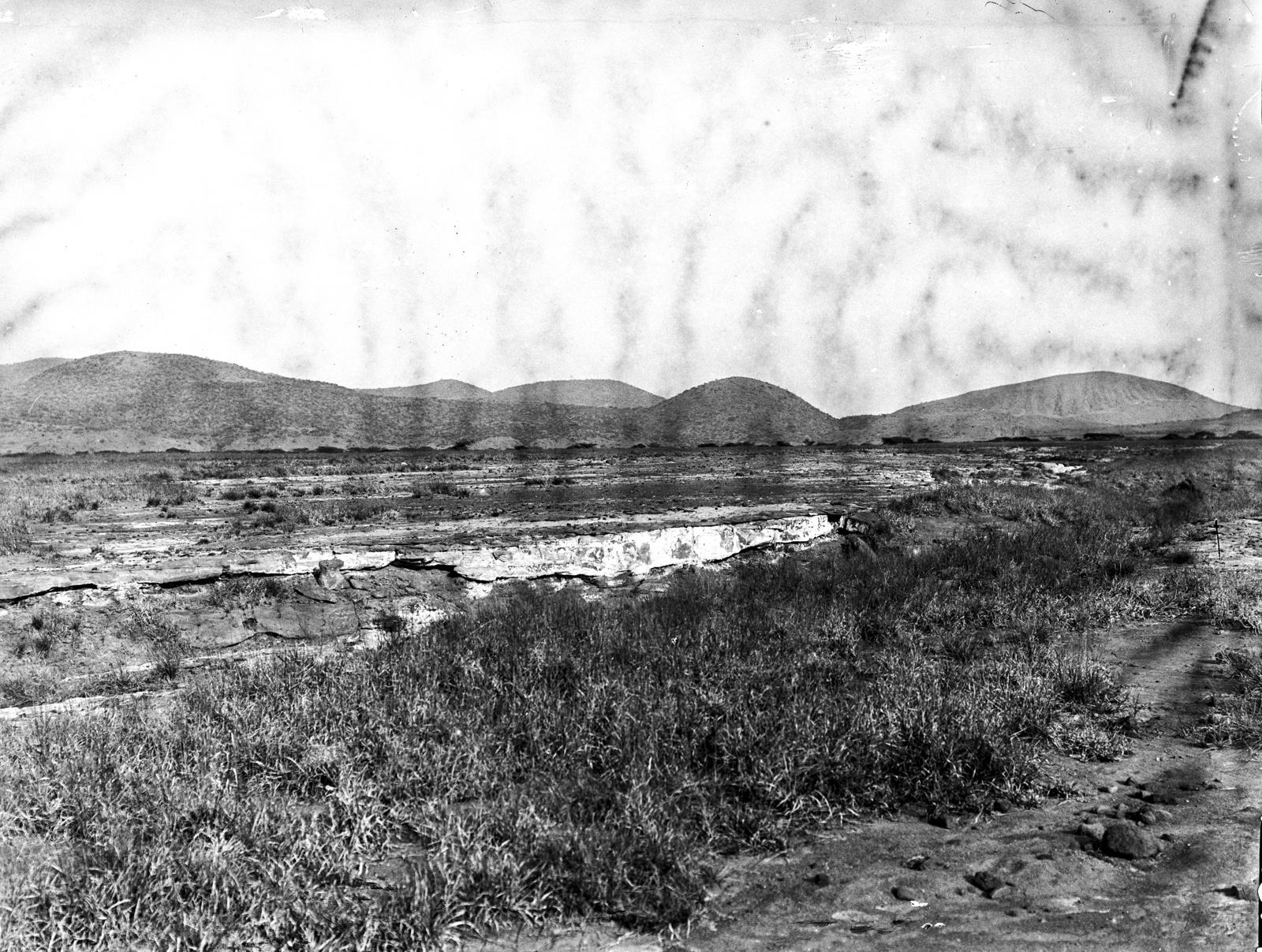 11. Вид на степь мелилитовых базальтов на юго-западных холмах вулкана Гелей